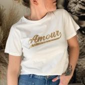 AMOUR ❤️/ Vous êtes plutôt Amour en doré ou rouge ? J-1 avant la Saint-Valentin ! 🥰  #boutiqueangelsfleron #boutiqueangelsheusy #boutiqueangelsheusy #heusy #beaufays #fleron #liege #belgium #anywhere #beautifulgirl #blog #blogueusemode #blogueuse #mode #clothes #shop #onlineshopping #online #instagram #instaclothes #belgium #liege #blondehair #addicted #clothes #2021 #newcollection #outfitinspiration #outfitoftheday #tshirt #amour #saintvalentin #valentineday #coton