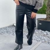 - Pantalon Solange -  Disponible enfin sur notre ESHOP 💻 ainsi que dans vos boutiques Angel'S 📍 Dépêchez-vous car le stock est limité !  #boutiqueangelsfleron #boutiqueangelsheusy #boutiqueangelsheusy #heusy #beaufays #fleron #liege #belgium #anywhere #beautifulgirl #blog #blogueusemode #blogueuse #mode #clothes #shop #onlineshopping #online #instagram #instaclothes #liege #blondehair #addicted #clothes #2021 #newcollection #outfitinspiration #outfitoftheday #cuir #simili #pantalonmomfit