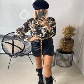 - NEW POST - @boutique_angels.be  Réassort de notre chemisier JOYE 😍 disponible en deux couleurs ? Vous êtes plutôt kaki ou choco ? 🥰  #boutiqueangelsfleron #boutiqueangelsheusy #boutiqueangelsheusy #heusy #beaufays #fleron #liege #belgium #anywhere #beautifulgirl #blog #blogueusemode #blogueuse #mode #clothes #shop #onlineshopping #online #instagram #chemisier #kaki #choco #instaclothes #instagram #belgium #automne🍂